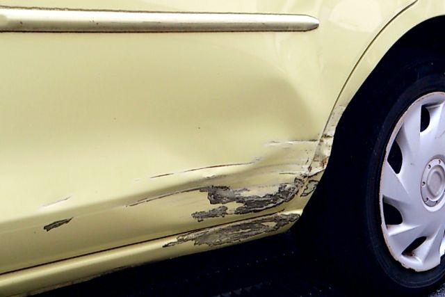 傷のついた車